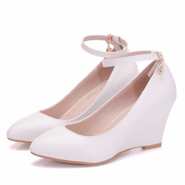 Wholesale white wedge strap pointed heel - summer 2018 new style is sweet and casual, with a waterproof platform and a high-heeled wedge heel shoe.
