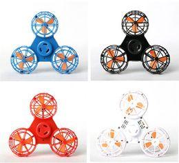 peças de brinquedo de metal Desconto 2018 Nova Chegada Flying Hand Spinner Brinquedo Agita Spinner Brinquedos Novos Dedos Giroscópio USB Carga Elétrica Fly Rotunda Spinner Top Frete Grátis
