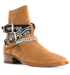Botines negros cadenas cadenas online-2018 Nueva Llegada Negro Marrón Vaca Gamuza Botas de Hombre de Calidad Superior Tobillos Botas Cadenas Tobillo Bukles Zapatos de Tacón Bajo Para Hombre