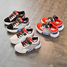 bebê menino sapatos asas Desconto Sapatos de bebê Crianças Sapatilha Atacado Mais Novo Primavera Outono Vamp Couro Patchwort Asas Para Meninos Meninas Sapatos Bonitos Crianças Lazer Sapatos