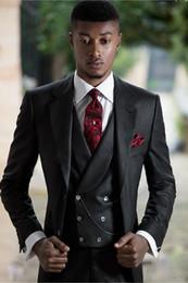 Yüksek Kalite Tasarımcısı Slim Fit Erkekler Tam Siyah Üç Parça Suits (Blazer + Pantolon + Yelek) İki Düğme Smokin Europen Tarzı Düğün Giyim Seti cheap high quality suit buttons nereden kaliteli takım elbise düğmeleri tedarikçiler