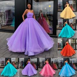 la principessa prende l'abito Sconti Abiti da sera senza maniche romantico abito da ballo 2018 Sexy Backless Organza Tutu Prom Party Dress Plus Size Abiti da principessa Quinceanera