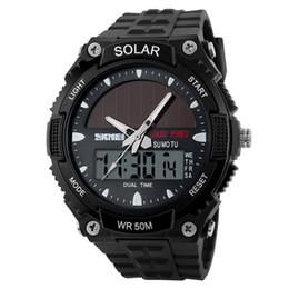 Orologio al quarzo di energia solare online-2018 nuovo orologio a energia solare SKMEI uomini di marca orologi sportivi 2 Time Zone digitale al quarzo multifunzionale vestito da polso da polso