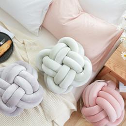 Baby Lovely Cartoon Knot Ball Pillow Baby Calm Sleep Dolls Giocattoli di peluche per bambini Ragazzi Decorazione Cuscino Camera Bed Props da ragazzi per bambini fornitori