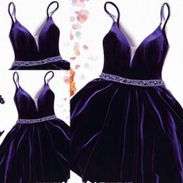2020 vestidos de vestidos reais roxos Lindo Veludo Roxo Cristal Vestidos Homecoming Curto Cintas de Espaguete Pageant Prom Vestidos Mini Curto Vestidos de Formatura vestidos de vestidos reais roxos barato