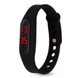 Regalos para niños online-2018 alta calidad baratos niños reloj digital Color Boy girl deportes goma LED niños relojes para estudiantes regalos
