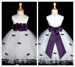 Farfalla bianca e viola Flower Girl Dress Handmade Flower Bow Cintura A Line Bambini Pageant Abiti prima comunione Dress Custom F014 da farfalle fatte a mano fornitori
