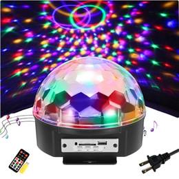 ruotare la palla Sconti 9 Colour Party Ball LED Light DJ Light Speaker Bluetooth Strobe Proiettore rotante Sound attivato con telecomando e Udisk