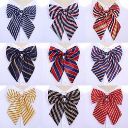 legame di arco di seta d'epoca Sconti Bow Ties Hostess Coreano Cravatta Farfalla di alta qualità 1PC Bowties Neck Wear Accessori Donna Vintage 2018 New Silk Striped