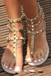 Wholesale cheap gold dress shoes - Zapatos Mujer Color Rivets Spiked Gladiator Flat Women Sandals Stones Studded Flip Sandal Big Size Designer Women's Cheap Shoes Summer