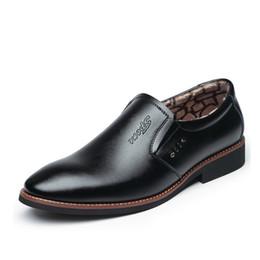 Oficina formal vestidos de invierno online-Zapatos de vestir de los hombres Zapatos de invierno de felpa Los hombres resbalón en los zapatos de trabajo de cuero Los hombres de la oficina Oxfords formales