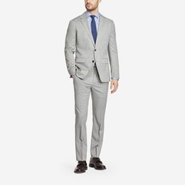 Piezas de esmoquin masculino diseños online-2018 últimos diseños de pantalón de abrigo gris hombres trajes elegantes trajes casuales para la boda de negocios guapo novio tuxedos chaqueta masculina 2 piezas