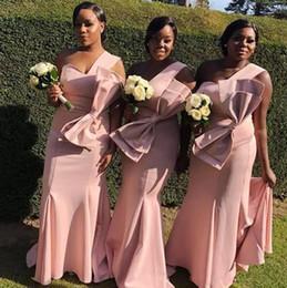 Vestidos de novia más tamaño grande online-Vestidos de dama de honor africanos de un hombro Blush Pink Big Bows Satin Mermaid Wedding Guest Dress Plus Size Por encargo vestidos de dama de honor