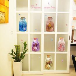 gli autoadesivi della parete della farfalla di vetro Sconti 3D vendite Fiori Clorful Farfalla Bottiglia di vetro Adesivi Balcone Armadi Porta di Windows Sfondo Adesivi murali Decorazione domestica
