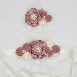 Fusciacca e fascia per capelli fiore bianco con perle Raso fiore bruciato Piccoli fiori arrotondati Piuma di pizzo per ragazze Accessori per la pancia di capelli da