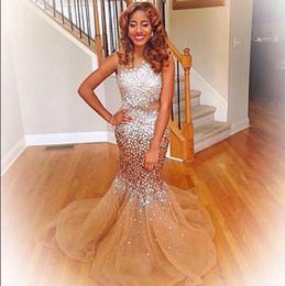 2019 robe chic Illusion Mieder Silber Kristalle Gold Tüll Mermaid Prom Kleider Sexy Major Perlen Abendkleider Robe Soiree courte et chic günstig robe chic