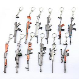 2019 brokat geschenk verpackung box 12 cm kechain spiel festung nacht schlacht royale gewehr maschinengewehr modell schlüsselanhänger fans souvenir geschenk spielzeug für kinder
