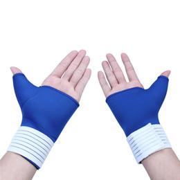 Venta al por mayor ! Par de guantes de invierno para hombres y mujeres Mantener el guante caliente Ayuda de la palma de la mano Manga de muñeca Férula Brace Wrap Sports Pulgar Guante deportivo desde fabricantes