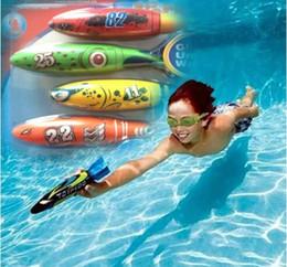 Brinquedos de banho divertidos on-line-Torpedo Foguetes Brinquedo Torpedo Dive Nado Varas Piscina Banheira de Banho Divertido Divertido Natação Desliza Sob a Água Brinquedo para Crianças