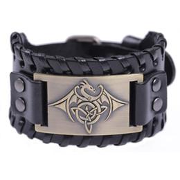 Ma forme noire / marron large bracelet en cuir Slavic Kolovrat Antique argent / bronze / cuivre Bat charme de la légende du vampire Amulette Bracelet Bijoux ? partir de fabricateur