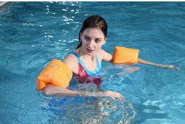 2019 braccialetto salvagente 2018 Nuovo adulto addensato in PVC nuoto galleggiante manica.Imparare i cerchi di allenamento del nuoto.Arm cerchio rotondo manica d'acqua.