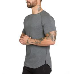 a4e643f676983 Marca Ginásios Vestuário de Fitness T shirt Homens Moda Estender Hip Hop  Verão de Manga Curta T-shirt de Algodão Musculação Muscular Tshirt homem ...