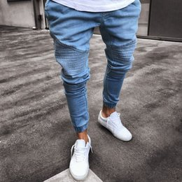 2019 uomini sottili di pantaloni neri pantaloni skinny biker a pieghe jeans blu scuro 2018 Men Jeans effetto used Pantaloni denim per pantaloni da uomo slim fit da uomo sconti uomini sottili di pantaloni neri