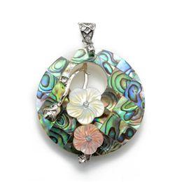 Canada Bijoux faits à la main Pendentif rond en coquille d'ormeau de Paua rond avec collier de perles chaîne, fleurs roses jaunes, bijoux uniques Offre