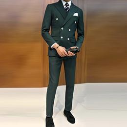 2020 chalecos verdes de doble botonadura Barato y fino pico solapa verde oscuro Double-Breasted Novio Tuxedos hombres trajes de boda / baile / cena Best Man Blazer (chaqueta + pantalones + corbata + chaleco) chalecos verdes de doble botonadura baratos