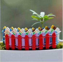 2019 recinzione in miniatura Legno Fence Palisade Miniature Fairy Garden Decorazione della casa Mini Fai-da-te Micro paesaggistica Case Ornament Accessori sconti recinzione in miniatura