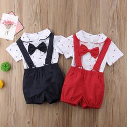 2019 meninos macacão vermelho 2018 bebê recém-nascido menino macacão macacão 2 pcs set outfit bebê crianças meninos roupas de veleiro com gravata borboleta verão terno vermelho preto 0-24 M meninos macacão vermelho barato