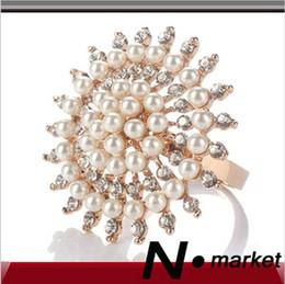 Wholesale Diamond Napkin Holders - N.market New High Class Good Parcking Round Napkin Rings For Wedding Peal Diamond Napkin Holders For Table Decoration