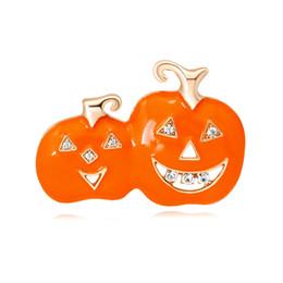 Accessori viso smiley online-Regali di Halloween Faccina arancione Spilla di zucca Spille in lega Smalto di moda Gioielli di corpetto per le donne Accessori per abiti da festa unisex