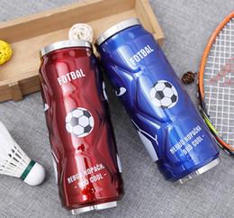 Futebol pop on-line-500 ml de aço inoxidável de futebol cola pode garrafa esporte vácuo xícara de água com isolamento caneca com pop-up de palha dda748 crianças copos