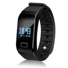 F1 черные наручные часы онлайн-Оптовая F1 черный смарт-браслет монитор артериального давления сердечного ритма смарт-часы водонепроницаемый для спорта и моды трекер здоровья
