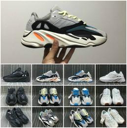 buy popular 73b35 cffee Sconti Kanye West Boost Retro Wave Runner 700 Grigio Causale Scarpe Boost  Uomo Donna Solid Grigio Gesso Bianco Core Nero Sneakers Taglia US5-12