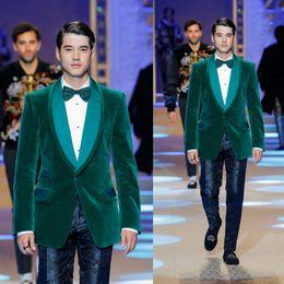 Otoño Invierno Nueva Moda Para Hombre Tela de Terciopelo Verde Abrigos de Lujo Mantón de Solapa Un Botón Decente Formal Cálido Chaquetas de Negocios Blazers desde fabricantes