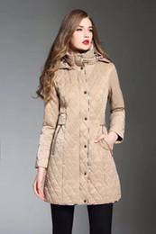 2019 veste en gros de peplum féminin Couleur unie simple veste à capuche doudoune femme longue imperméable haut style anglais à double boutonnage automne hiver Gabardine A33