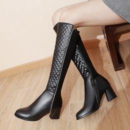 женщины на каблуках Скидка S. Romance Женские сапоги женщина зимняя обувь колено высокий размер 34-43 высокий квадратный каблук 2018 клетчатый PU Zip новая мода SB340