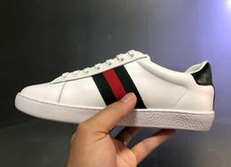 2019 rayas de uñas Zapatos de diseñador de la marca de lujo Zapatillas de deporte de las mujeres Zapatos de lujo para hombre bordado amor raya verde Zapatos planos de uñas de cuero genuino tamaño 34-46 rayas de uñas baratos