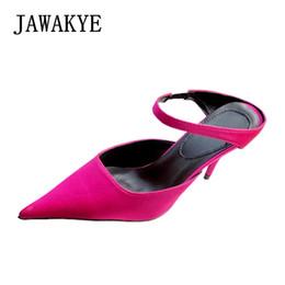 Zapatillas de mula de tacón alto online-Nuevo Sexy punta estrecha zapatos de mujer Rose Red Black Sandalias de Gladiador de seda Kitten High Heels Slippers Ladies Mules zapatos