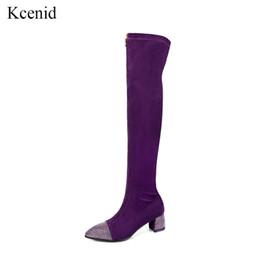 Saltos dianteiros pontiagudos on-line-Kcenid Frente zíper mulheres camurça sobre o joelho botas de inverno apontou toe strass saltos sapatos esticar coxa botas altas