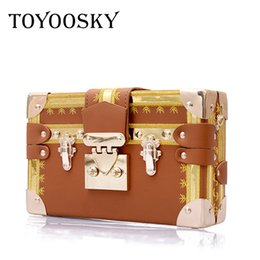 7c2d3bb84f TOYOOSKY Famous Brand Rivet Box Borse Da Donna Mini Cube Marca Design  Originale Crossbody Borse per le Donne Messenger Bag Sac A Main Y18102203