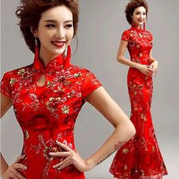 66e6717a7334 Il vestito tradizionale cinese moderno di Qipao del giro del merletto rosso  dell annata cheongsam di cerimonia nuziale Qi Pao lungo i vestiti orientali  di ...