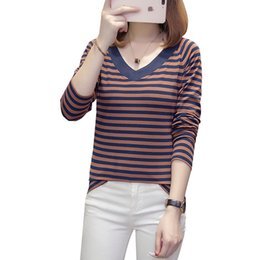 Neues klassisches gestreiftes Baumwolllanghülse T-Shirt V-Ansatzfrauen-Herbst-Winter übersteigt beiläufiges dünnes T-Shirt nettes T-Stück grundlegendes T-Shirt gepasst von Fabrikanten