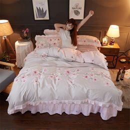 Encaje conjunto de edredón online-Princess Pink flower ruffle lace bedding sets romantic Peach blossom duvet cover set queen full size girl adult home bedclothes