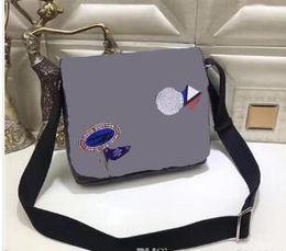 Wholesale small leather messenger bag men - 2018 new famous Brand Classic designer fashion Men leather messenger bags cross body bag school bookbag shoulder bag briefcase 25CM