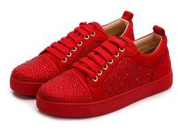 Disegni patchwork per abiti online-Disegni di moda Spike Low Cut Party Dress Shoes Red Bottom Sneaker Scarpe da sposa di lusso per feste Scarpe casual in vera pelle
