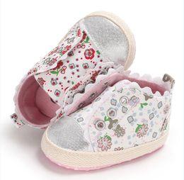 0e58c97d64cc2 Mignon Chaussures Casual Bébé Filles Chaussures Semelle Souple Anti-slip  Floral Motif Dentelle Crèche Chaussures Premiers Marcheurs Bébé Vente vente  de ...