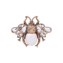 Ornamenti in pietra di cristallo online-Profumo femminino bijoux joyas accessori donna spille pashmina partito spilla ornamento anti oro colore lega di pietra di pietra spilla spille